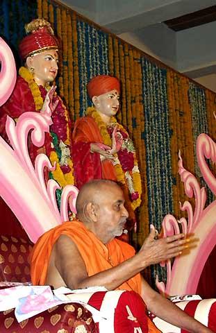 Swamishri blessing the diksha ceremony assembly