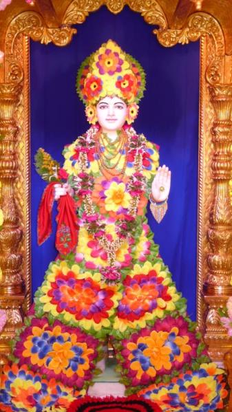 Shri Ghanshyam Maharaj adorned with flowers