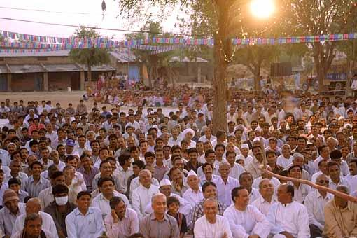 An evening assembly at Jetalpur