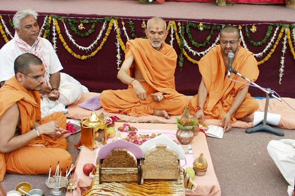 Rituals being performed for the bhagwati and parshad dikshas
