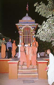 Visiting the initiation place of Shastriji Maharaj, Dabhan