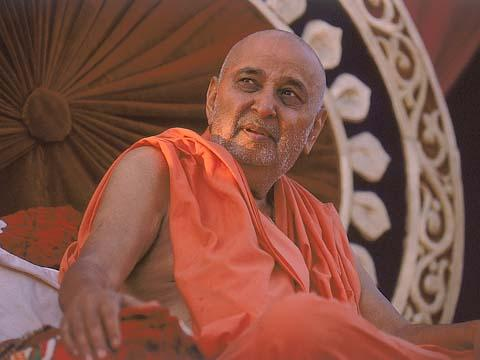 Swamishri in a contemplative mood, Kosamba