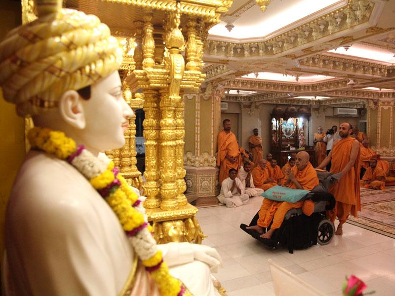 Swamishri engaged in darshan of Shri Guru-Parampara