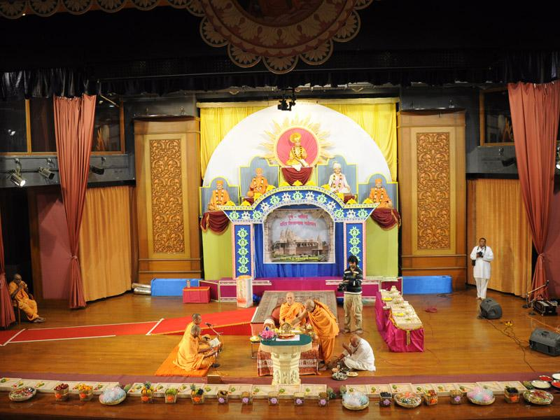Shila Pujan ceremony of new BAPS Swaminarayan mandirs for Pune and Nasik at Yogi Sabhagruh