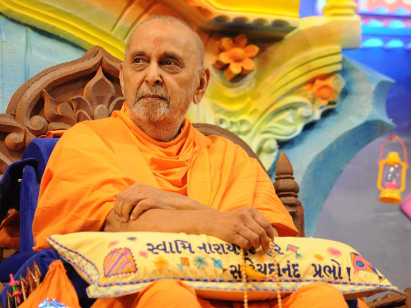 Swamishri attentively observes the drama presentation