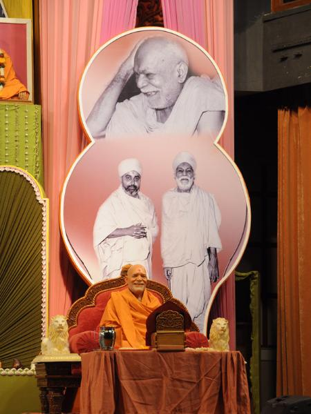 Swamishri perfoms his morning puja parallel with the murti of Yogiji Maharaj engaged in his morning puja