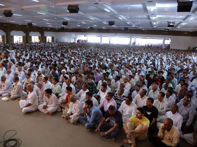 Devotees during the diksha assembly