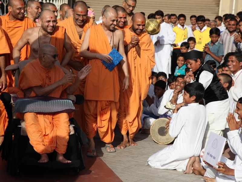 A skit presentation by kids before Swamishri