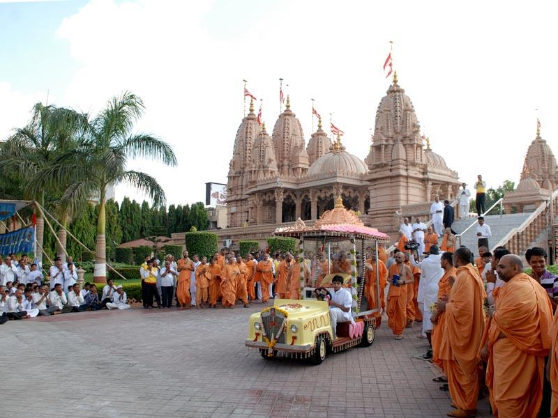 Swamishri on the way to assembly hall for his morning puja