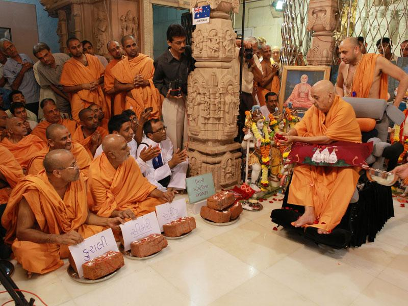 Swamishri performs pujan of bricks for new BAPS hari mandir at Kurali, Simri and Saring