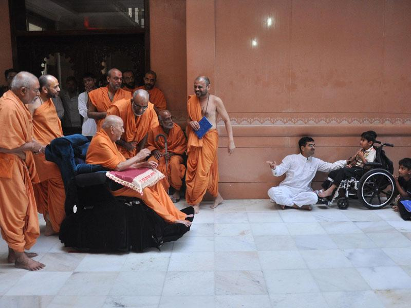 Swamishri blesses an ailing kid
