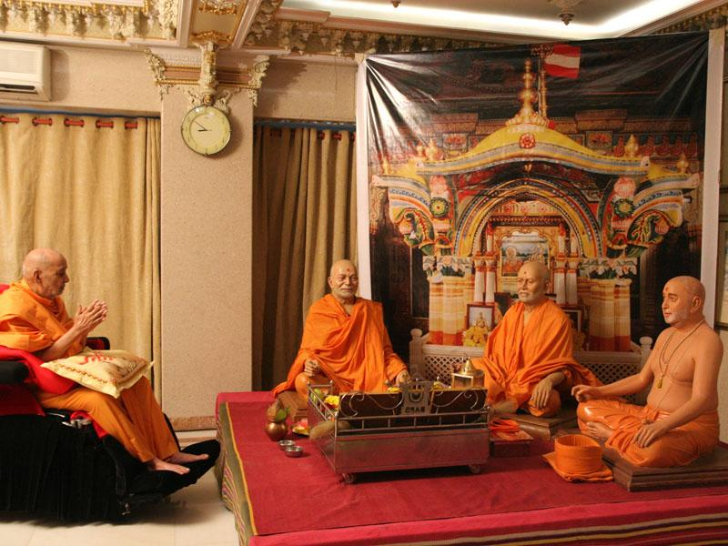 Swamishri engaged in darshan of the recreation ...