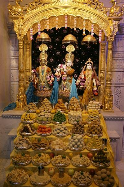 Annakut offered to Harikrishna Maharaj and Radha Krishna Dev