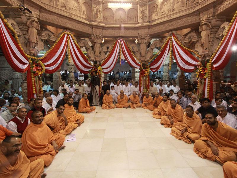 Sadhus and Devotees beneath the mandir dome, waiting for Swamishri's darshan