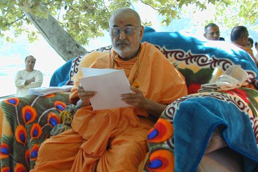 Ideal 'Karma Yogi' - responding to devotees' letters in the moments between busy programs