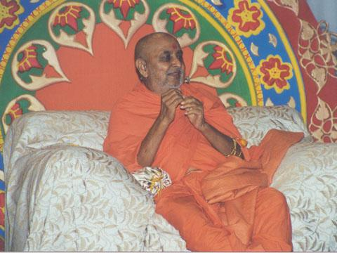 Swamishri blesses the devotees with words of spiritual wisdom