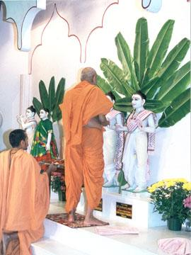 Swamishri performing idol installation of the murtis