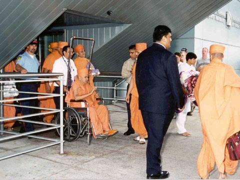 From the VIP lounge at Toronto Airport, Swamishri was escorted by security to the exit on his arrival, Monday, 17 July 2000