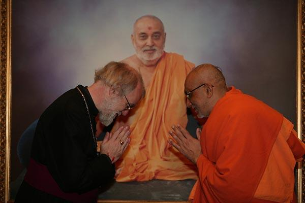 The Archbishop being welcomed by Atmaswarup Swami, Head of the Mandir