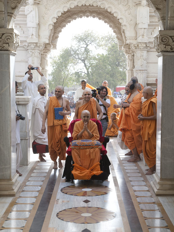 Swamishri after darshan of Shri Hanumanji and Shri Ganapatiji