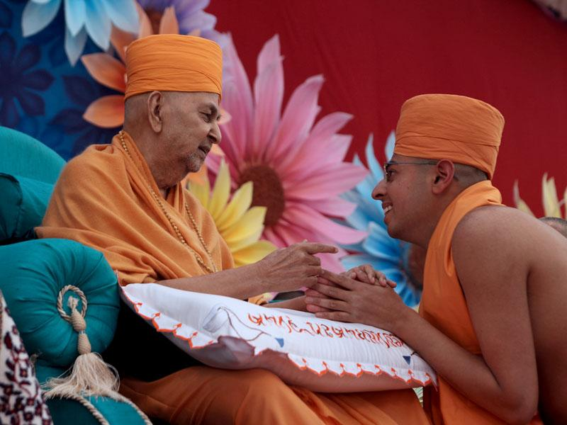 Swamishri gives diksha mantra to sadhus