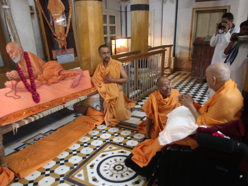 Swamishri near the new painting of Shastriji Maharaj in the Rang Mandap