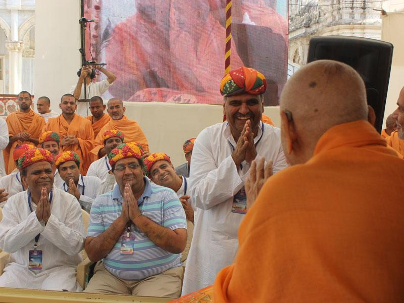 Devotees from Rajasthan engaged in darshan of Swamishri