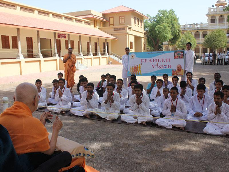 Swamishri blesses youths from Botad