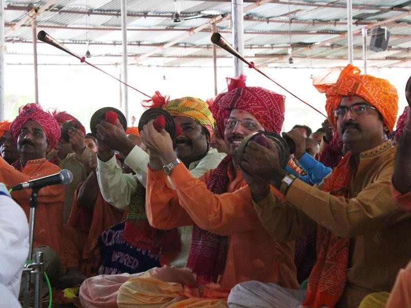 Youths sing kirtans in the traditional 'occhhav' style