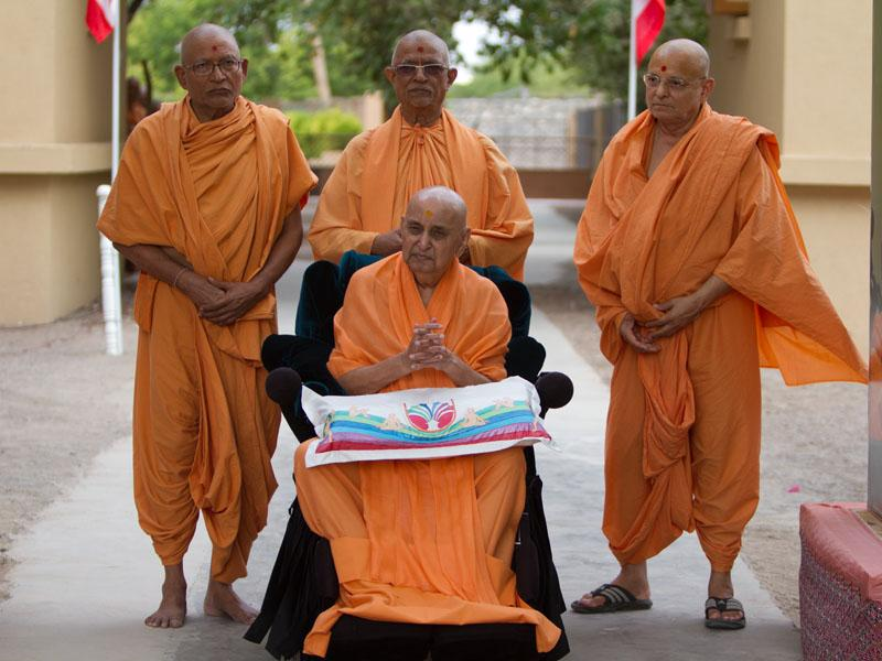 Swamishri and senior sadhus