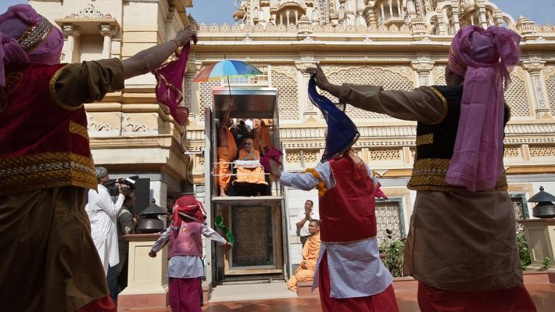 Youths perform a bhangra dance before Swamishri