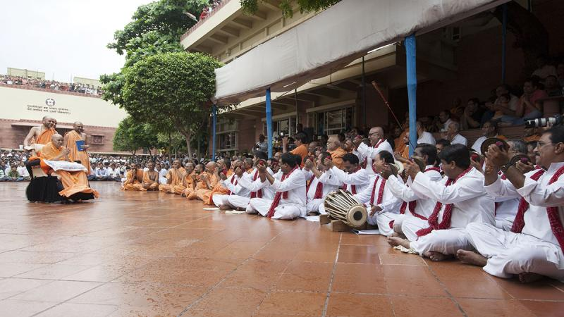 Youths sing kirtans in the traditional 'Ochhchhav' style
