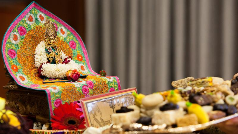 Thal offered to Shri Harikrishna Maharaj during Swamishri's morning puja
