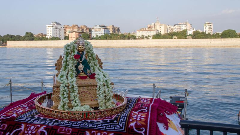 Shri Harikrishna Maharaj during jal-vihar on the Sabarmati river
