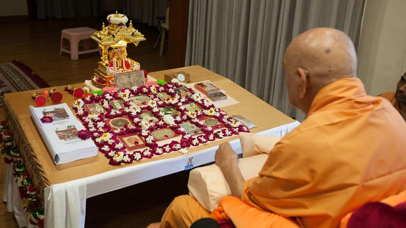 Swamishri's morning puja