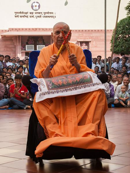 Swamishri in a festive mood