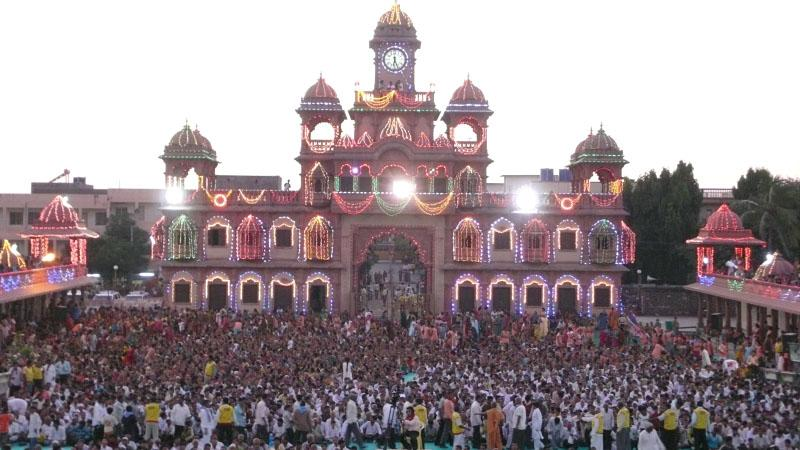 Sharad Purnima assembly on the mandir grounds