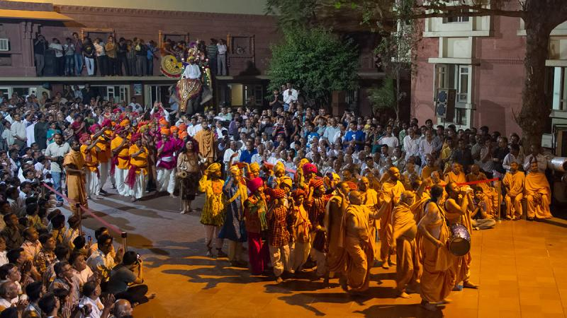 Swamishri blesses an elephant procession in the evening, recreating the time that Bhagwan Swaminarayan graced such a procession