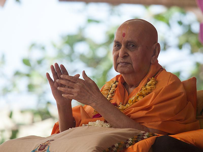 Swamishri blesses all