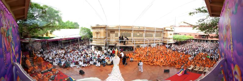 Sadhus and devotees during the Pushpadolotsav (fuldol) assembly