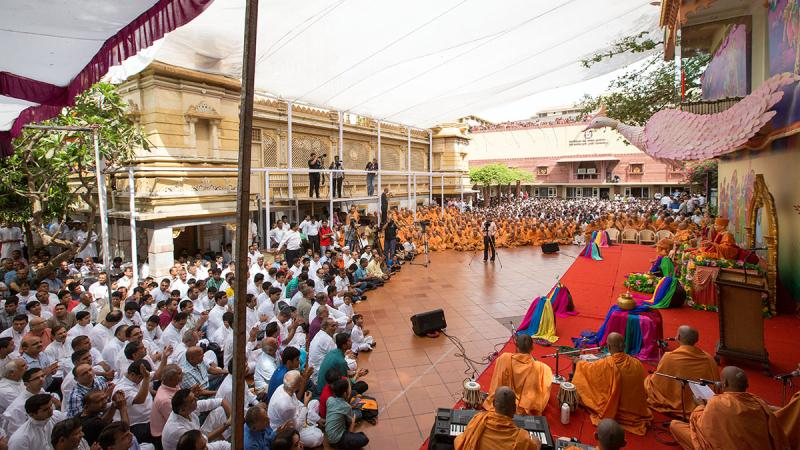 Sadhus and devotees during the Pushpadolotsav assembly