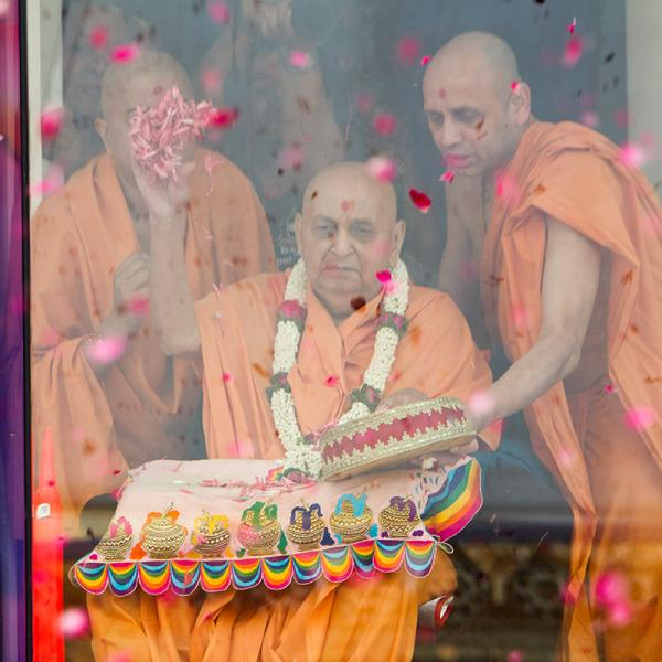 Swamishri blesses all by showering flower petals