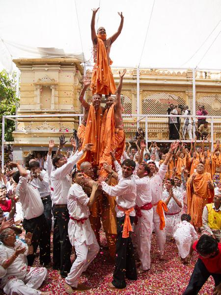Sadhus and devotees rejoice in front of Swamishri