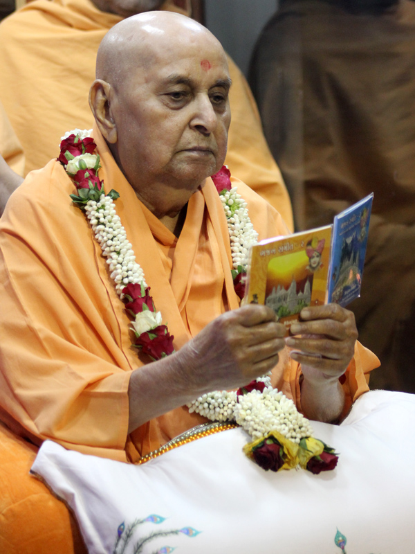 Swamishri inaugurates new audio publications 'Bhajan Sangeet Part 2' and 'Bhajan Sangeet Part 3'