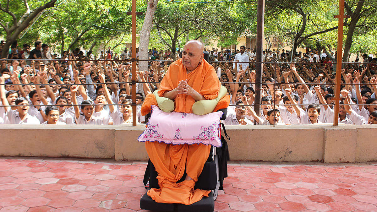 Swamishri with students