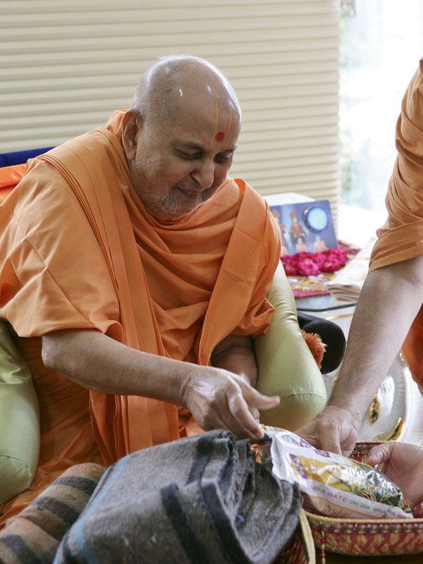 Swamishri sanctifies one of the many relief kits being sent to Uttarakhand as part of BAPS' disaster relief work
