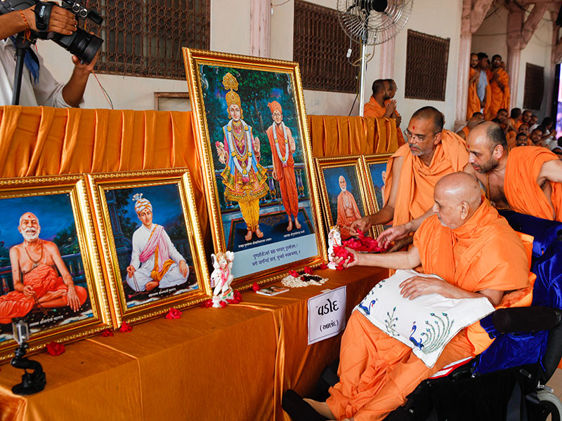 Swamishri performs murti-pratishtha rituals for new BAPS Shri Swaminarayan Mandir at Vadod, India