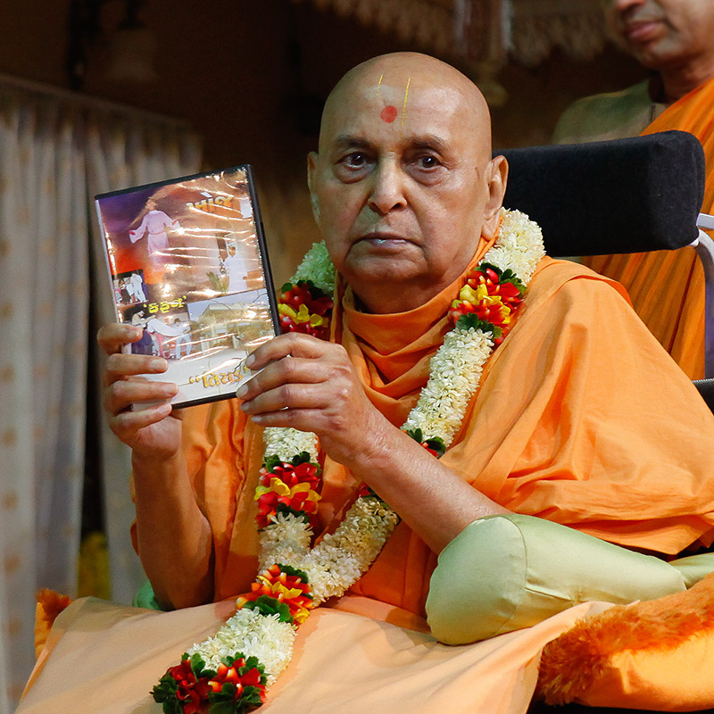 Swamishri inaugurates a new video publication