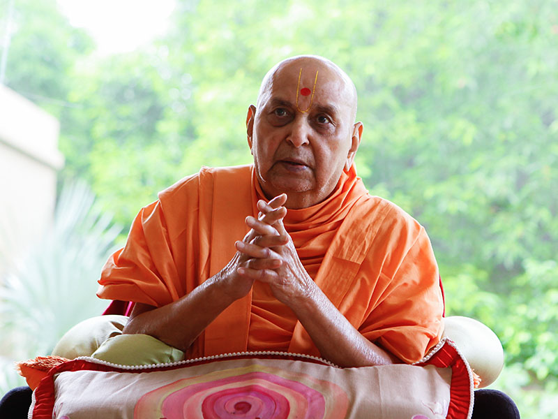 Swamishri greets with 'Jai Swaminarayan' after his morning puja