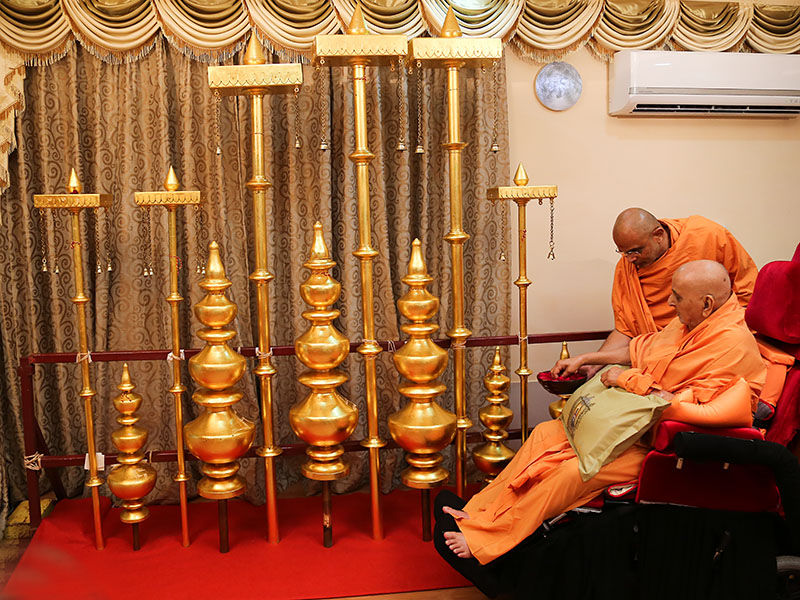 Swamishri performs pujan of kalashas and flagstaffs to be installed on  the Guru Parampara shrines at Shri Yagnapurush Smruti Mandir, Sarangpur